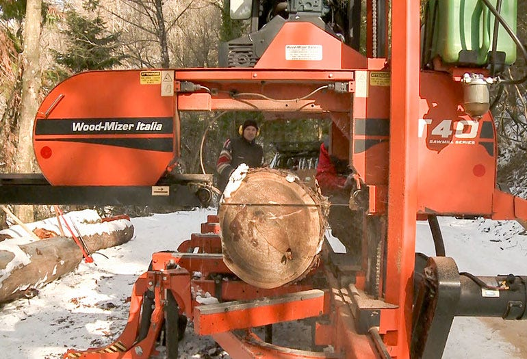 The mobile sawmill can work in forest